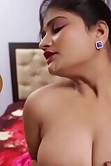 Desi auntie showing her big soft boobies for the cam